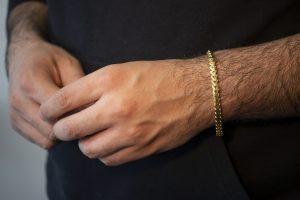 Solid Snake Franco Bracelet 6mm - man's hand